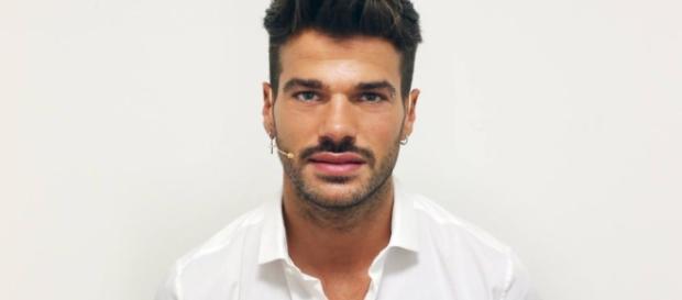 Bacio gay a Uomini e Donne: Claudio
