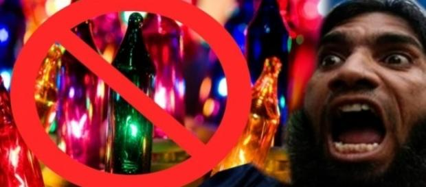 Collage musulman furioso con luces navideñas.