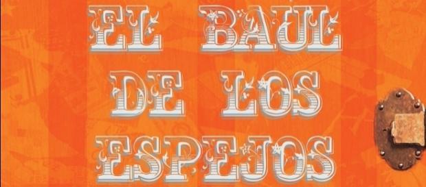 El Baúl de lso espejos es el primer cuento escrito por Maite Azuela e ilustrado por Fabián Giles