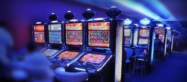 Il governo ha deciso di dichiarare guerra alle slot machine presenti nel centro storico di Roma.