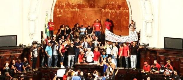 Manifestantes invadiram a Assembleia Legislativa do Rio de Janeiro