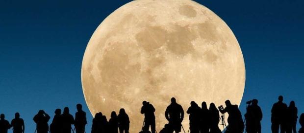 Ne ratez pas la plus grande Super Lune du 21ème siècle, ce lundi !