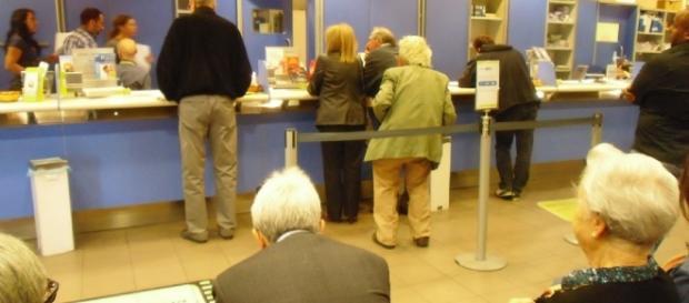Terracina, caos alle poste: gli anziani si infuriano con chi aveva prenotato tramite l'apposita App. - Foto di repertorio