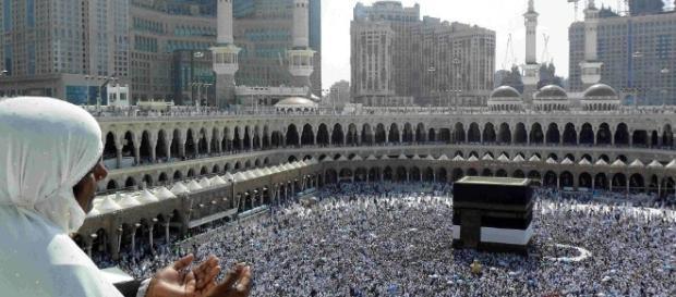 El islam casi alcanzará al cristianismo en número de creyentes