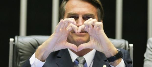 Hashtag 'Bolsonaro 2018' aparece no trending topics do Twitter