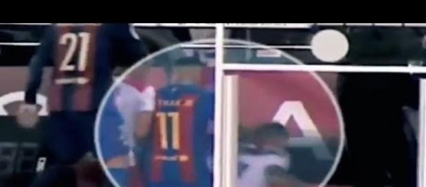 Momento em que Neymar empurra jogador na escada