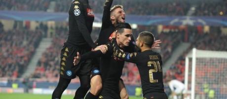 La gioia dei calciatori del Napoli al gol di Callejon