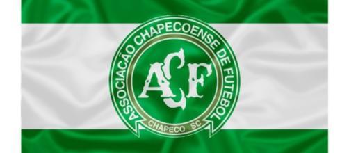 A equipe do Atlético Nacional pediu publicamente que a Conmebol declarasse a Chapecoense como a campeã da copa Sul-Americana.