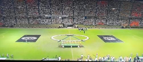 Atlético Nacional lotou estádio para homenagear Chapecoense