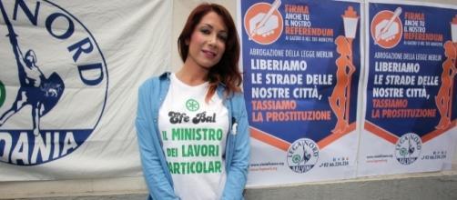 Efe Bal, escort, simpatie per la Lega Nord e aspirazioni da cantante