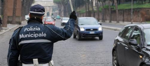 Lo scandalo della cancellazione di 60 mila multe a Roma