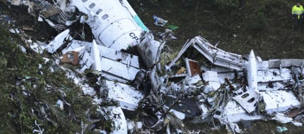 Avião teria caído na Colômbia por falta de combustível