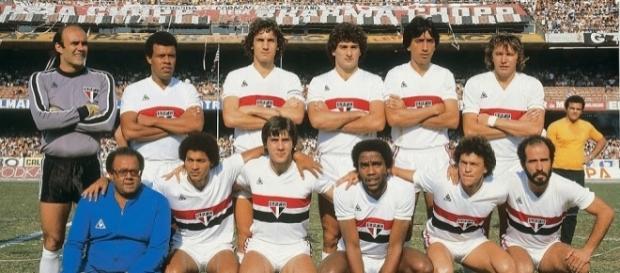 Nos teNos tempos de São Paulo: Mário Sérgio é o primeiro agachado da direita para a esquerda