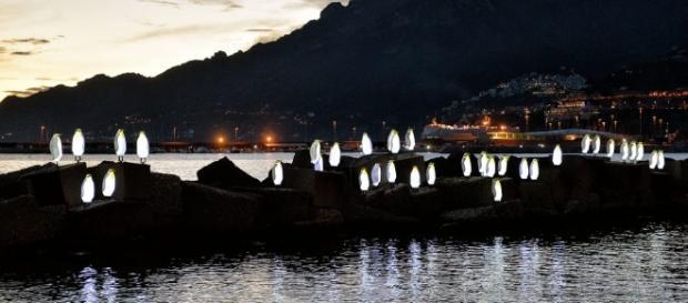 Salerno: per Luci d'Artista tornano anche i pinguini sugli scogli ... - amalfinotizie.it