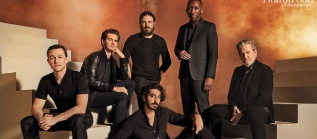 Todos los actores posan para la revista