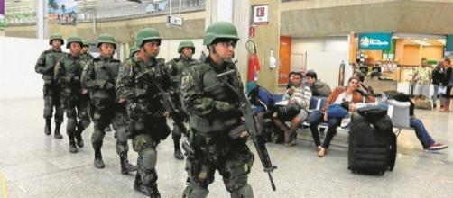 Exército já está patrulhando as ruas de Recife (Foto de arquivo)
