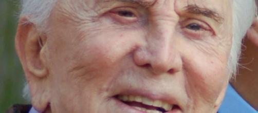 Il grande Kirk Douglas compie cento anni.