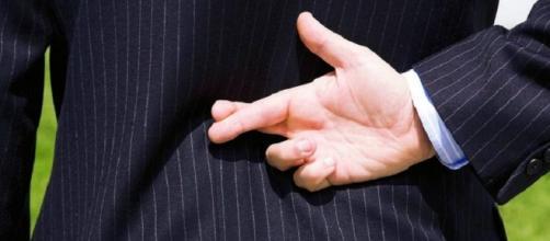 Os homens sempre estão contando uma ou outra mentirinha, confira quais eles mais contam