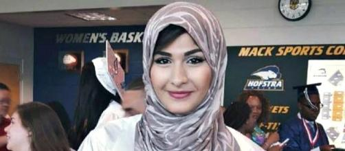 Yasmin Seweid at her high school graduation. (Image: Facebook.com/Yasmin Seweid)