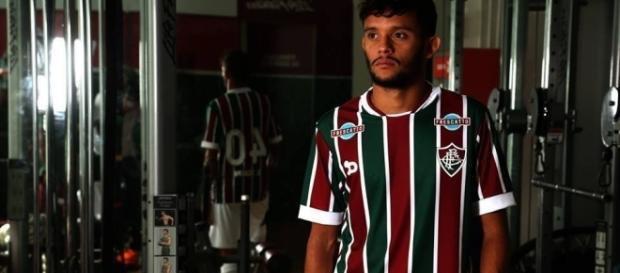 Destaque do Fluminense, Gustavo Scarpa é um dos alvos do Palmeiras para 2017 (Foto: Arquivo)