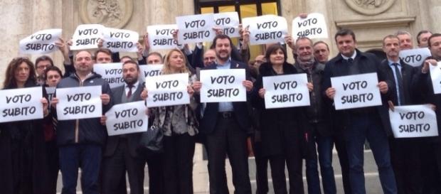 Matteo Salvini insieme a Senatrori e Deputati della Lega
