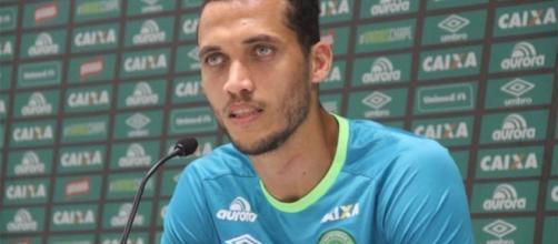 Zagueiro Neto já saiu da UTI e se prepara para retornar ao Brasil