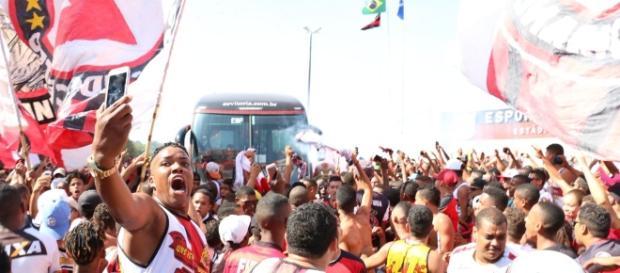 A torcida do Vitória fez a festa no Barradão.