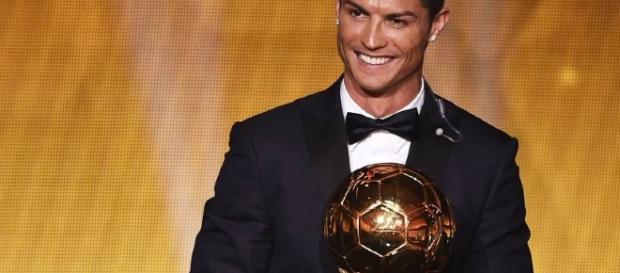 Cristiano Ronaldo é eleito o melhor do mundo pela 4ª vez (Reprodução/VEJA)