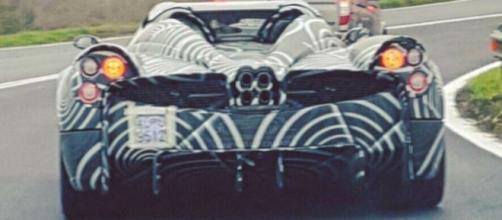 Pagani Huayra Roadster: una prima versione avvistata su strada.