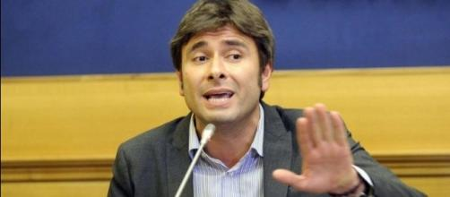 Alessandro Di Battista stronca il governo Gentiloni: 'Voto subito'