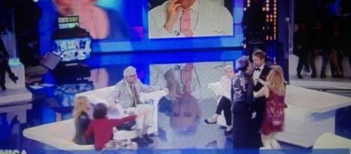 Alta tensione tra Manuela Villa e Filippo Facci. Barbara D'Urso evita il peggio