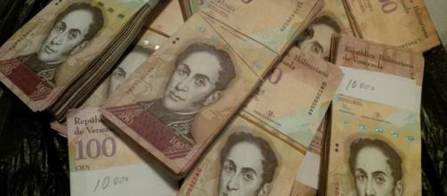 Billete de Bsf 100 sale de circulación