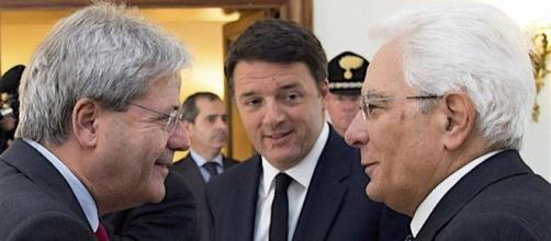 Da sinistra, Paolo Gentiloni, Matteo Renzi e Sergio Mattarella