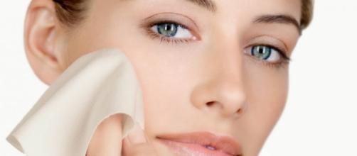 Dicas de como deixar sua pele brilhante sem o uso de maquiagem