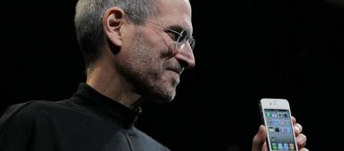 Five Years After Steve Jobs, Google Still Chases The iPhone - forbes.com
