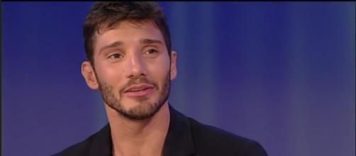 Gossip: Stefano De Martino parla in tv dell'amore finito con Belen Rodriguez.