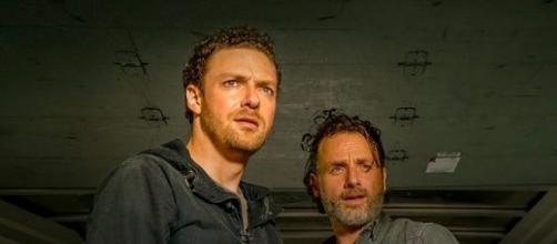 Immagine: Rick e Aaron di The Walking Dead.