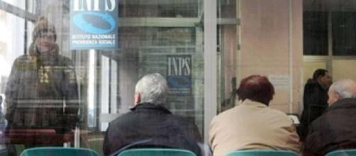 Riforma pensioni, novità Inps: i lavoratori devono attivare Spid entro la fine dell'anno - foto sarconiweb.it