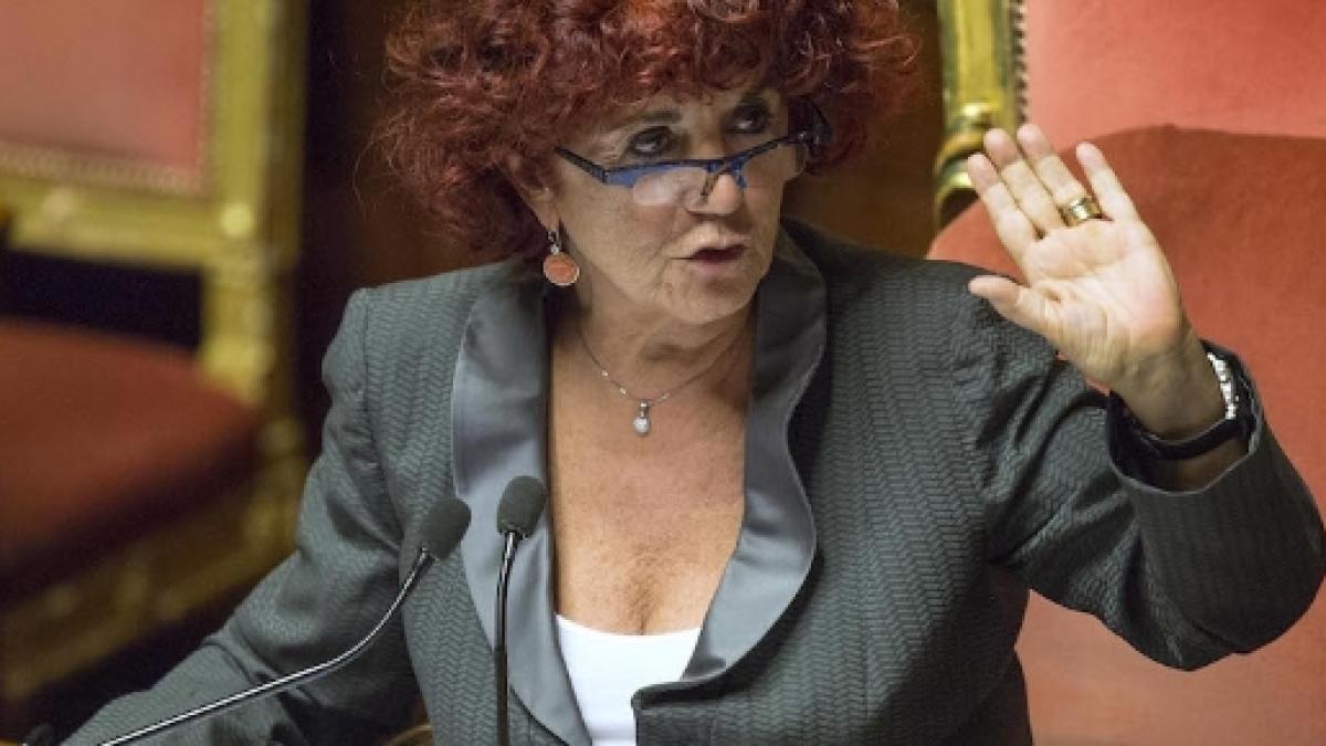 Ministro Dell Istruzione Valeria Fedeli Sul Cv Falsa Laurea Ma Non