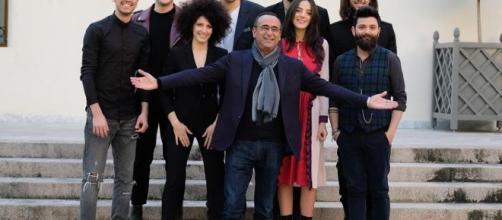 Il padrone di casa #CarloConti insieme alle otto nuove proposte di #Sanremo2017 - ansa.it