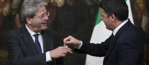 Nasce il governo Gentiloni: il giuramento e il passaggio della campanella - corriere.it
