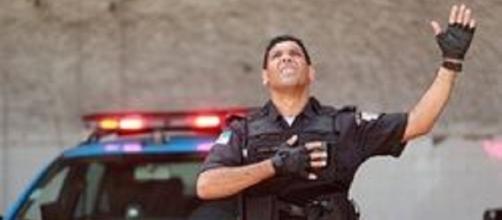 Policial faz sucesso com pregações