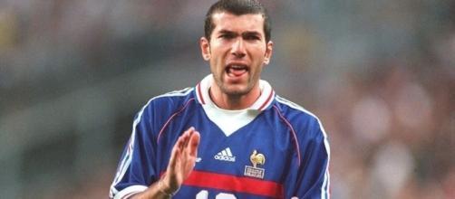 Zinedine Zidane, en un partido de la selección francesa en 1998/ fifa.com