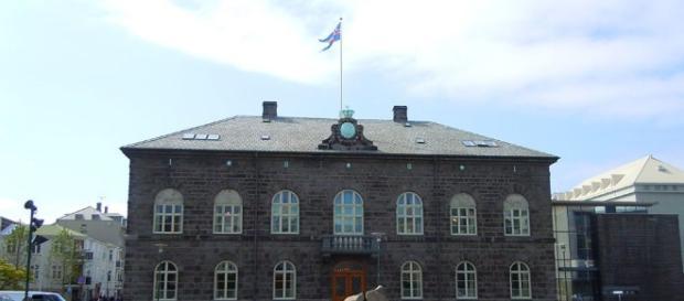 L'Islanda in stallo - Limes - limesonline.com. Nella foto il Parlamento Islandese.
