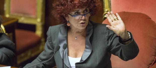 Ministro dell'Istruzione Valeria Fedeli: sul cv falsa laurea, ma non ha neanche il diploma.