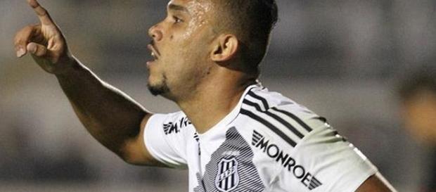 O jogador também já foi pretendido por Santos e Botafogo - (Gustavo Magnusson/Fotoarena)