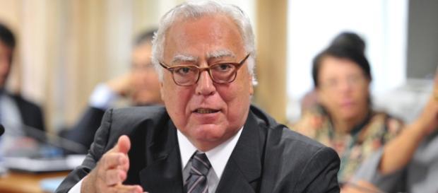 O texto apresentado pelo Deputado Miro Teixeira está parado há seis meses na CCJ da Câmara.