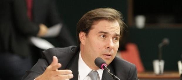 Rodrigo Maia quer saber sobre andamento do impeachment