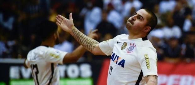 Vander Carioca renova contrato com o Corinthians após título inédito - gazetaesportiva.com