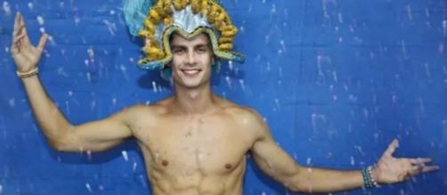 Ator desfilará pelado no carnaval (Foto: Reprodução)